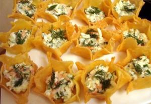 сырные тарталелки с салатом